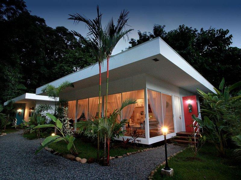 Casa Blanca Villas - Casa Fuchsia, vakantiewoning in Ciudad Cortes