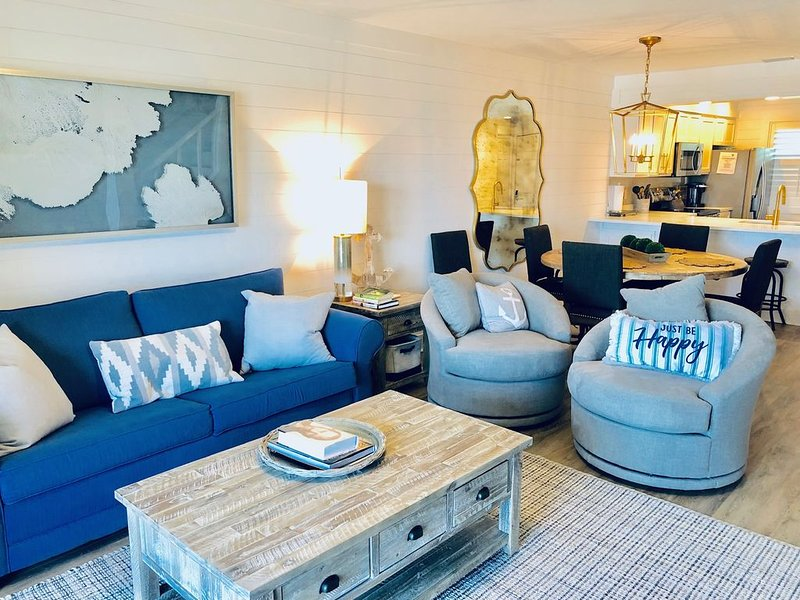 BREEZY 65 NEWLY REMODELED BEACHFRONT 2BR/2.5BTH TOWNHOME W/POOL, holiday rental in Carillon Beach