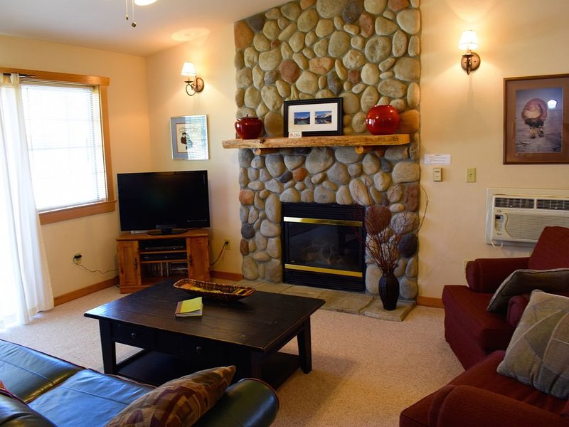 Arctic Dream-Sleeps 8, Close to Downtown Winthrop and Ski Town Trailhead!, holiday rental in Mazama