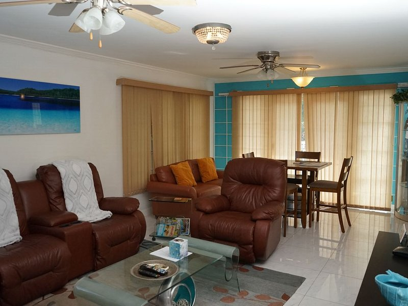 Beautiful Ocean View Condo  in Negril, Jamaica NEW LISTING ON THE BEACH, holiday rental in Green Island