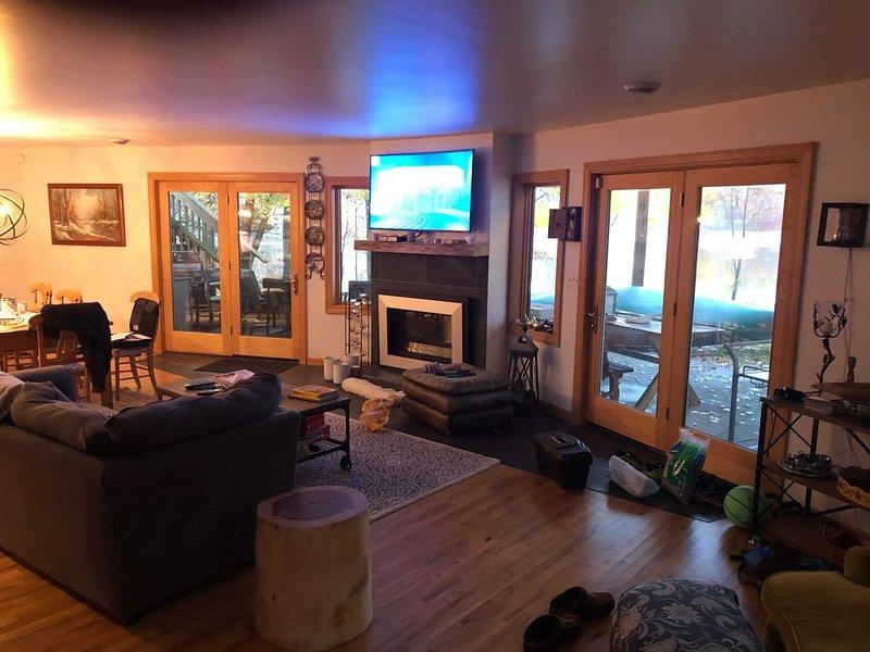 Modern large Northwoods Retreat, alquiler vacacional en Foster City