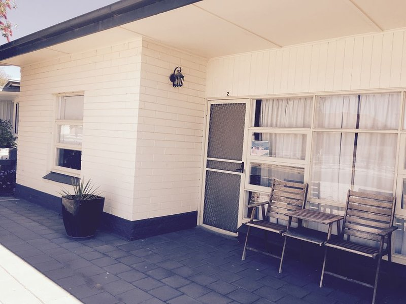 UNIT 1 - AFFORDABLE ACCOMMODATION JUST 20M FROM THE FORESHORE!, vacation rental in Streaky Bay