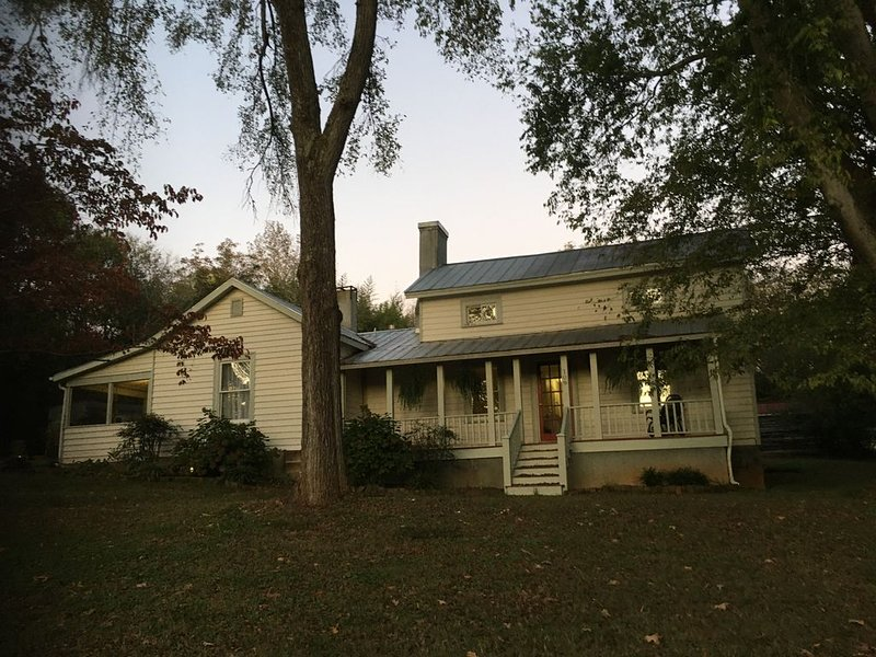 A Clean and Calm Sanctuary near Chapel Hill, holiday rental in Pittsboro