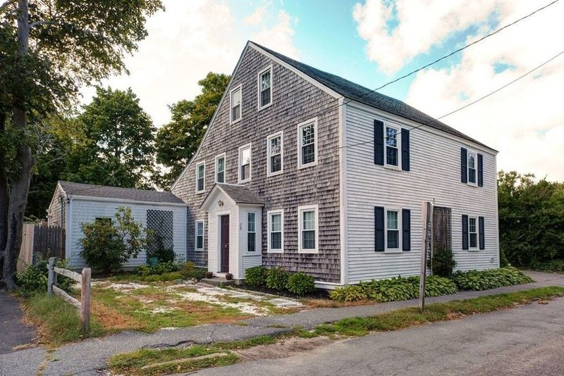 Downtown Sandwich - Walk to Restaurants and Beach!, vacation rental in Forestdale
