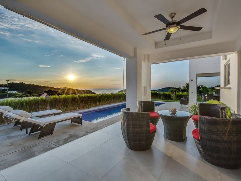 Gorgeous San Juan del Sur home in gated community w/amazing views & private pool, holiday rental in Playa Marsella
