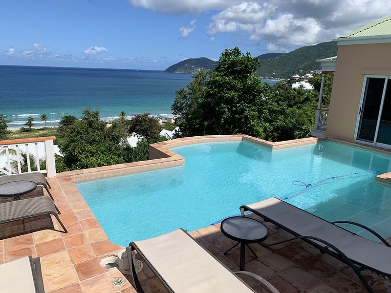Exceptional design, spacious covered decks, super views, set in Long Bay Estate, alquiler vacacional en Jost Van Dyke
