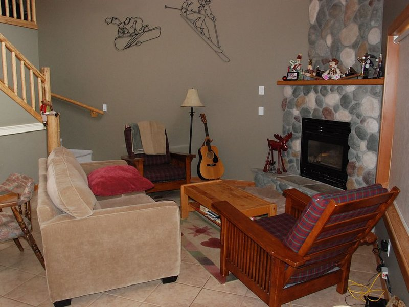 Ski In / Ski Out Apex Townhouse, vacation rental in Keremeos