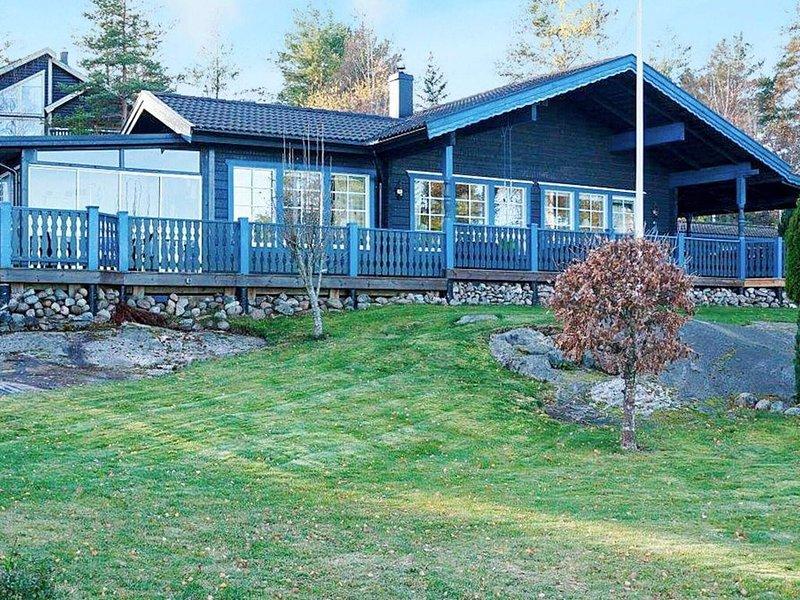 4 person holiday home in SÖDERKÖPING – semesterbostad i Yxnerum