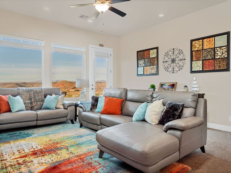 Angel's Landing-View! Fire pit!  Ping Pong Table! Relax and Enjoy!, holiday rental in Washington