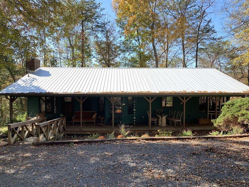 20 ACRES of Tranquillity Next to Desoto State Park, casa vacanza a Cedar Bluff