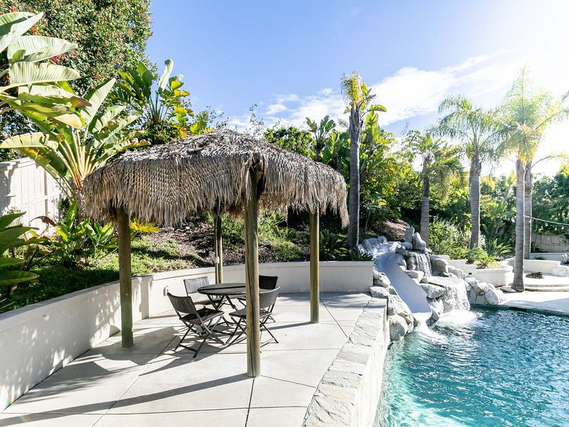 Luxurious Retreat with Hot Tub and Pool Centrally Located!, location de vacances à Poway