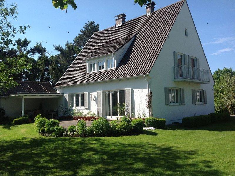 Haus mit großem Garten zwischen Augsburg und München, location de vacances à Adelsried