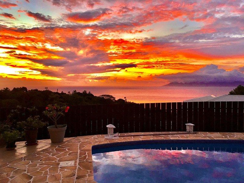 Chambre dans villa, piscine vue mer panoramique, petit déjeuner, alquiler vacacional en Faa'a