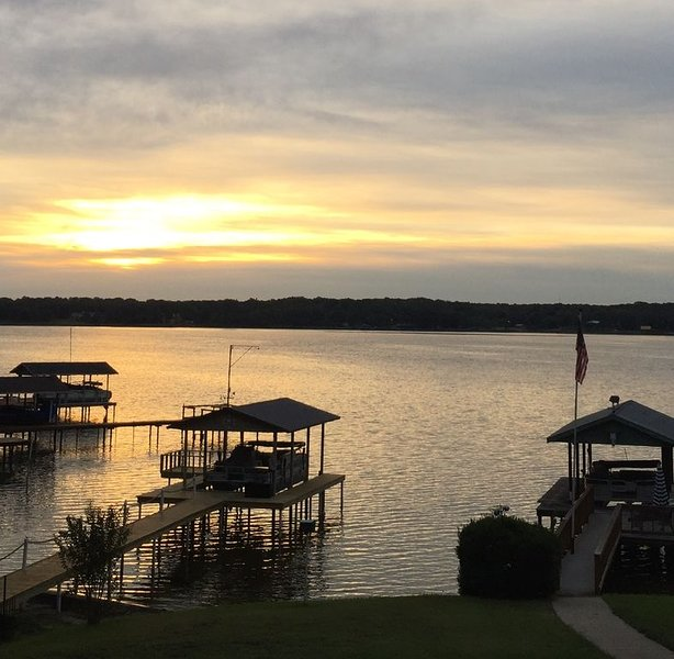 Relaxing Lake House Retreat, holiday rental in Eustace