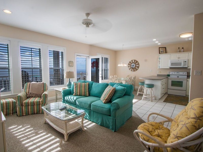 Ocean Club - Oceanfront 3BD with elevator, heated pool, weight room, and hot tub, vacation rental in Salter Path