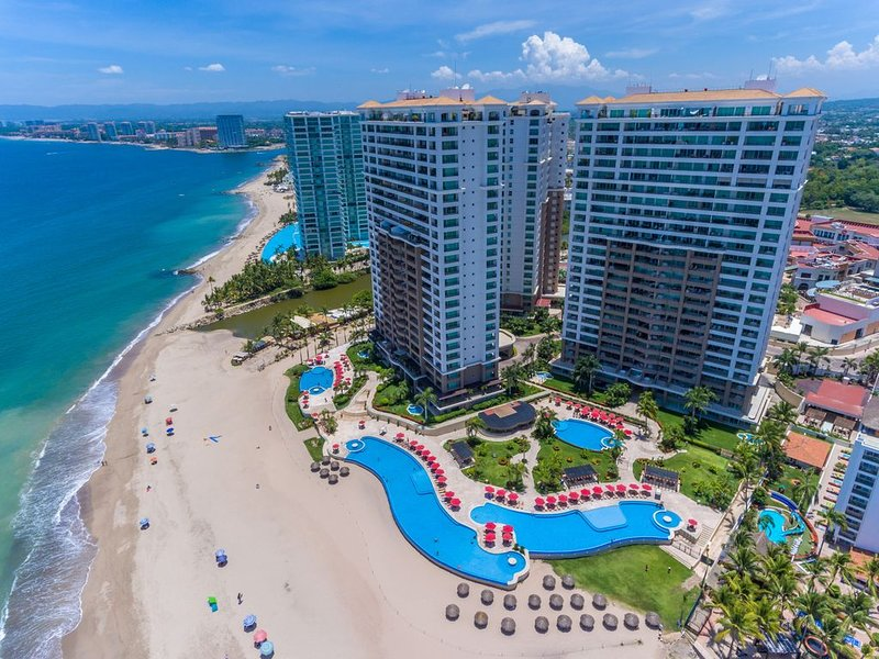 Grand Venetian Puerto Vallarta Beachfront Condo for Rent, alquiler vacacional en Ixtapa