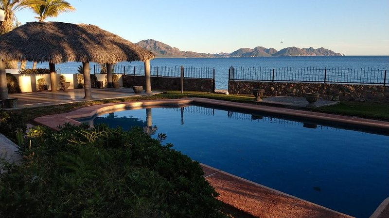 Amazing beachfront house with private pool, holiday rental in San Carlos