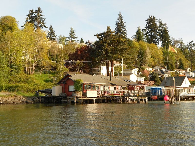 VERY RARE WATERFRONT FIND!, holiday rental in Seabeck