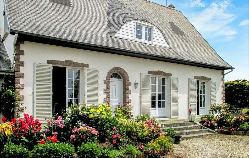 5 Zimmer Unterkunft in Surville, holiday rental in La Haye-du-Puits