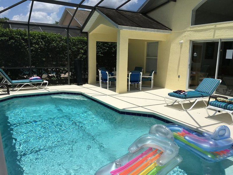 5 Star Villa with Sunny deck, FREE solar pool heating, & internet, vacation rental in Haines City