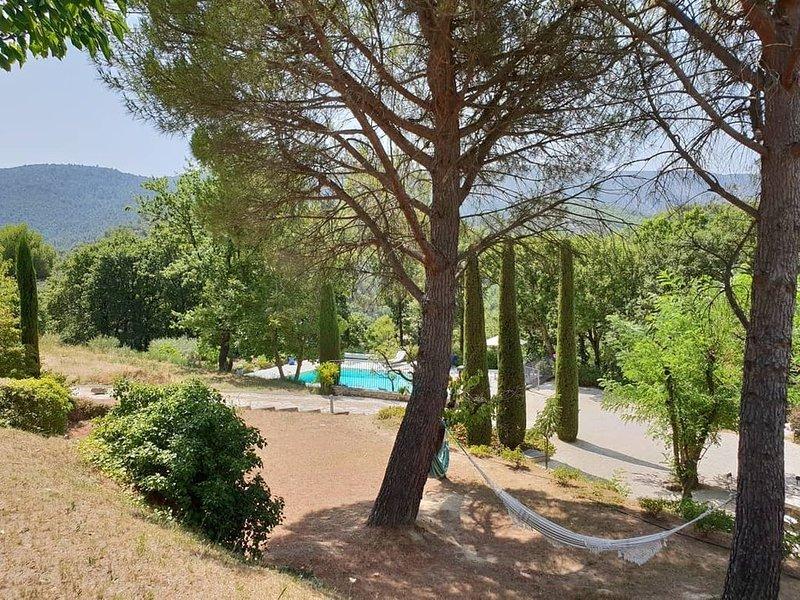 Pleine nature, dans le Luberon, maison charmante à Ménerbes, holiday rental in Menerbes