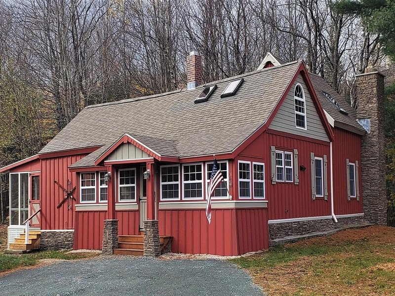 Classic Adirondack style cottage!, holiday rental in Lincoln