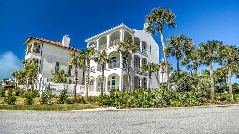 'The Preston' South Side 30A Seacrest Beach Vacation Home with Carriage House!, holiday rental in Rosemary Beach