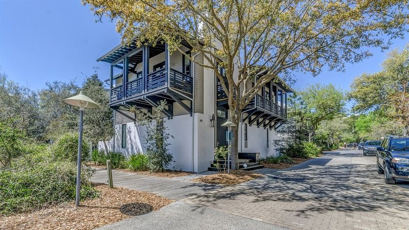 30A Escapes `Timeless` Luxury Rosemary Beach Vacation Rental House on East Water, vacation rental in Rosemary Beach