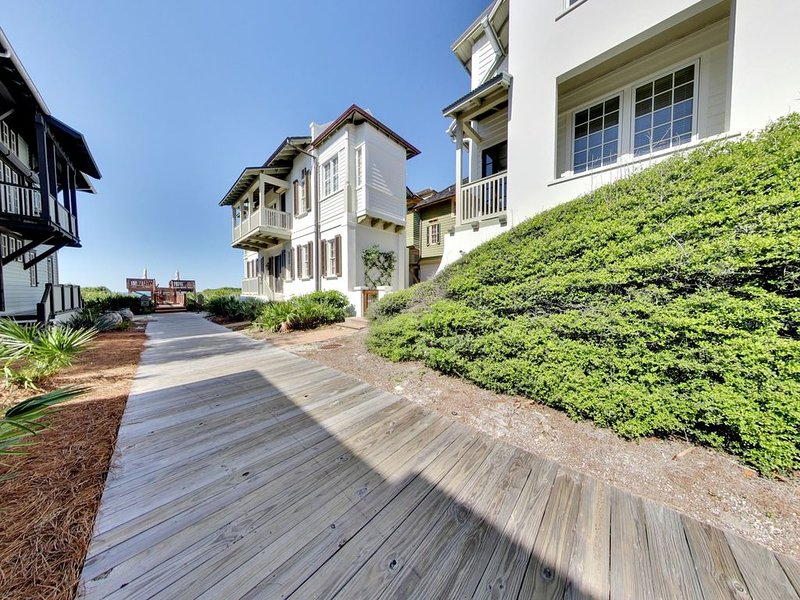 34 S Briland Luxury Rosemary Beach Carriage House + Gulf Views + 1 Lot Off Gulf!, alquiler de vacaciones en Rosemary Beach