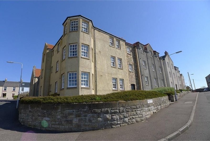 Beautiful and spacious ground floor apartment with view of harbour in Anstruther, holiday rental in Anstruther