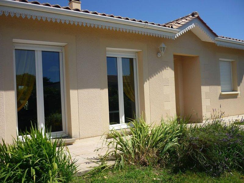 Maison calme au jeune Soulac, aluguéis de temporada em Le Verdon Sur Mer
