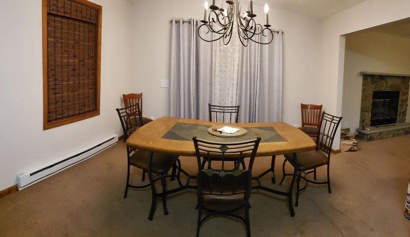 Cozy welcoming home in the poconos – semesterbostad i Sandy Hook