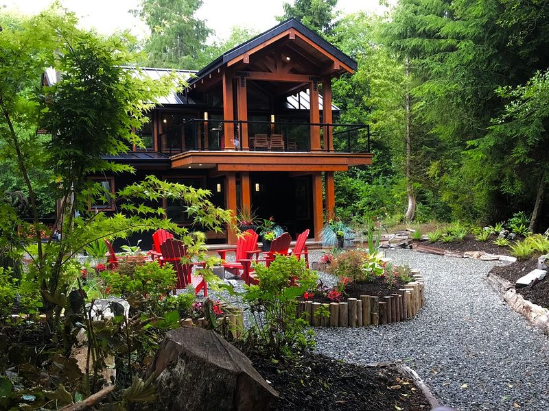 Luxury 2 1/2ac Home Situated in Old Growth Forest with Hot Tub and Oceanfront!!!, vacation rental in Tofino