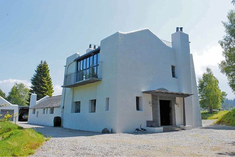 Beautiful Property Designed by Charles Rennie Mackintosh in Scottish Highlands, holiday rental in Farr