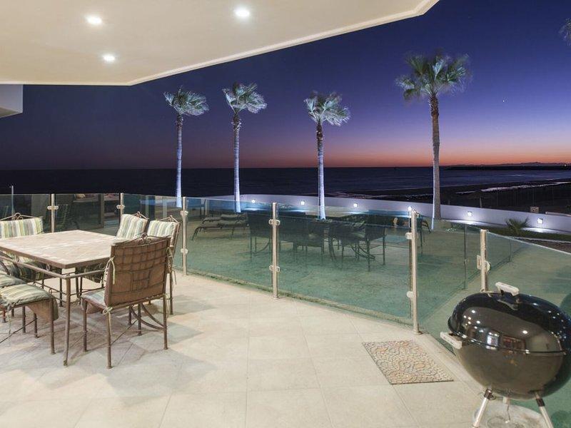 FLASH SALE-Esmeralda Resort 102 Ultramodern Ground Floor 3 BR, holiday rental in La Choya
