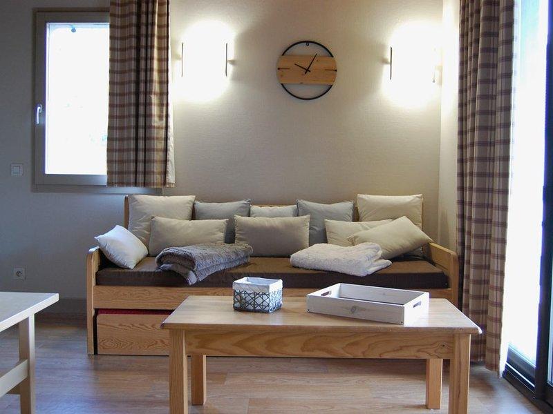 Appartement Duplex 7-9 personnes Piscine, sauna, proche 4 stations, holiday rental in Gouaux