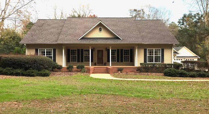 Whispering Pines Southern Home is located in historical town of Thomasville, Ga., holiday rental in Monticello