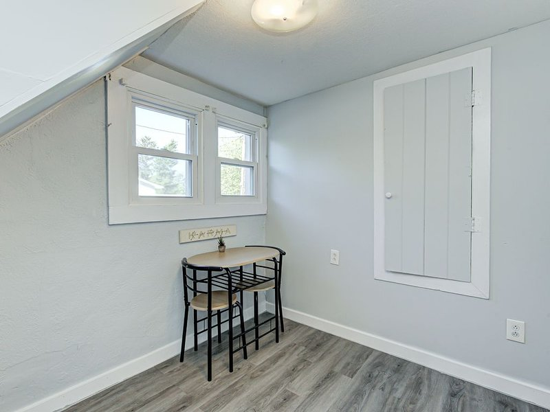 *Private Carriage Home w/ Smart TV near Ruoff/Grand Park*, vacation rental in Hamilton County