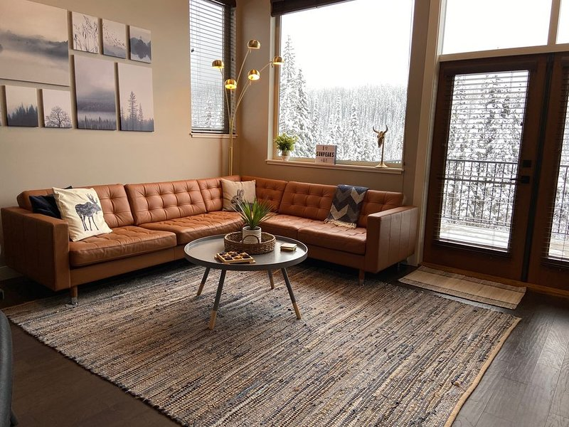 New ski-in/ski-out 3-bdrm/2-bath at Echo Landing, holiday rental in Pritchard