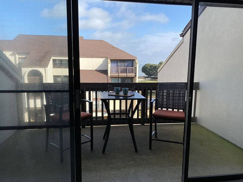 New On The Market In A Wonderful Resort Setting!  Don't Miss Out!, holiday rental in Port Clinton
