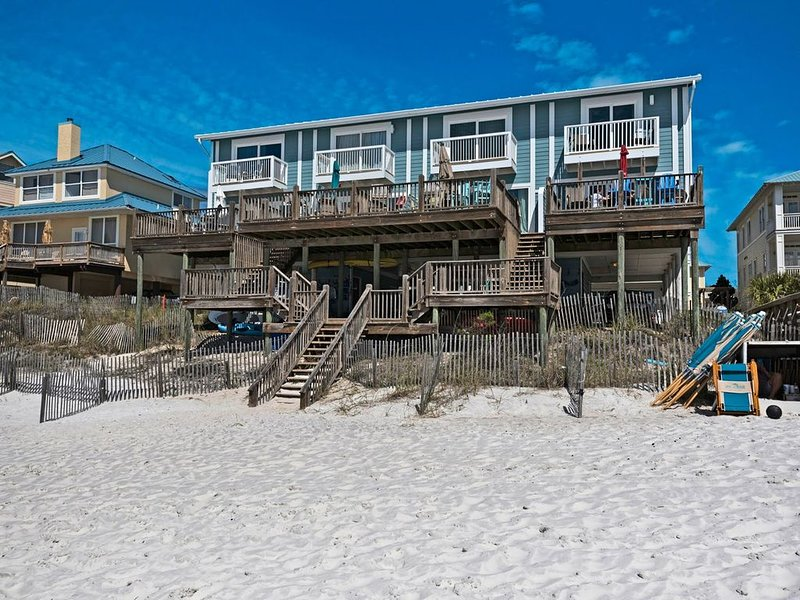 Beach Front Townhome on the Gulf! Huge Deck, Heated Pool – semesterbostad i Santa Rosa Beach