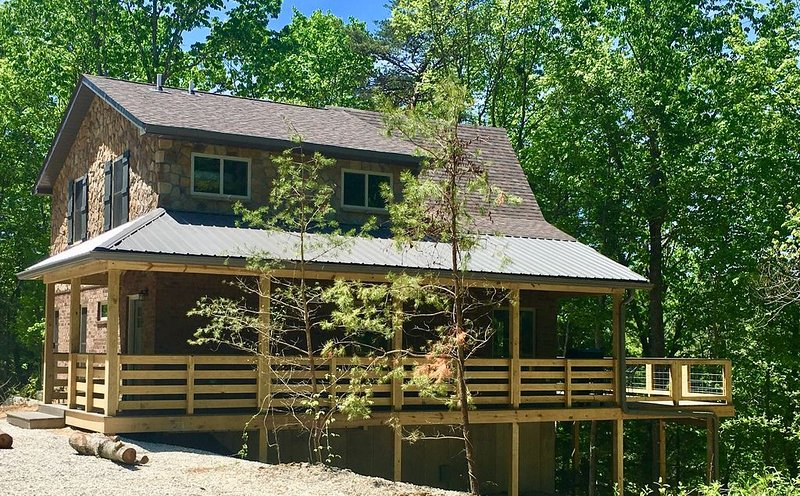 New, Spacious Lakefront Chalet in Red River Gorge/Natural Bridge Kentucky, alquiler de vacaciones en Irvine