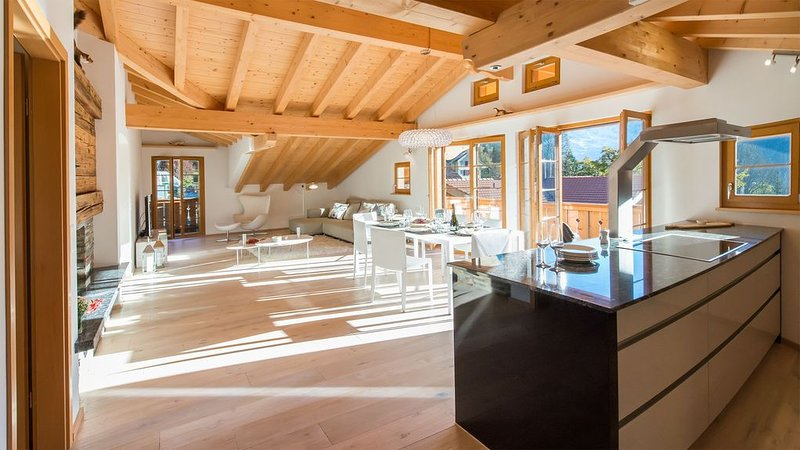 Chic and Snazzy Penthouse in Panoramapark Soleil D, Ferienwohnung in Berner Oberland