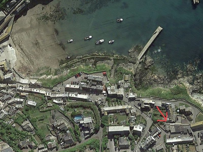 The Lobster Pot, Port Isaac - with parking & sea glimpse - 200m from harbour, holiday rental in Port Isaac