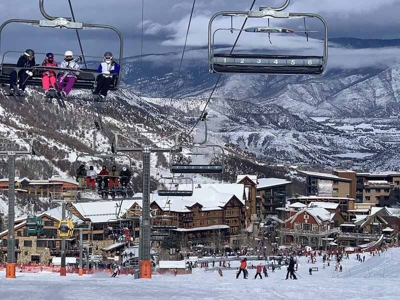 Great Location-Snowmass - Ski In/ski Out -2 Br/2ba/ Lots Of Amenities!!!, location de vacances à Snowmass Village