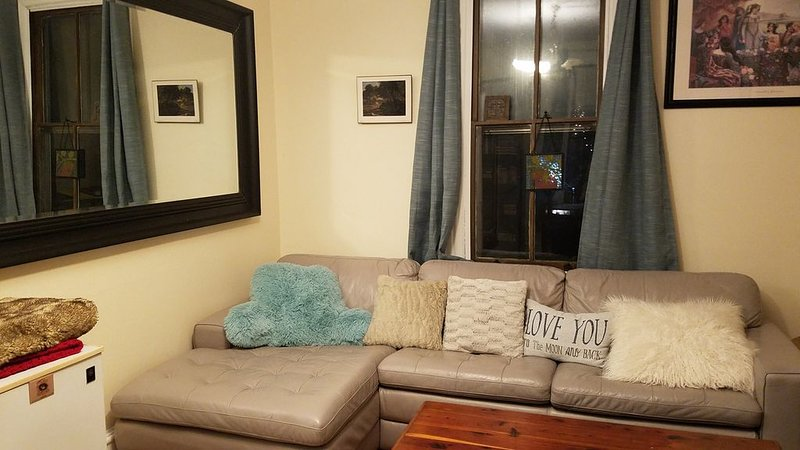 This family friendly home is within walking distance to everything!, holiday rental in Palmerton