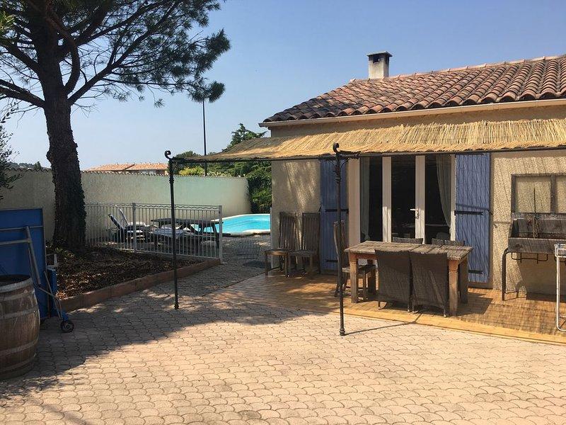 Proche Avignon, Maison Provençale Avec Piscine, Coeur Des Vignes, location de vacances à Vedène