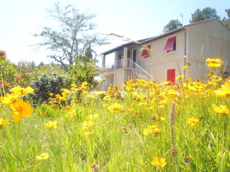Gîte LE BOUFFAYOU  - Maison indépendante avec grand jardin, aluguéis de temporada em Berrias et Castejau