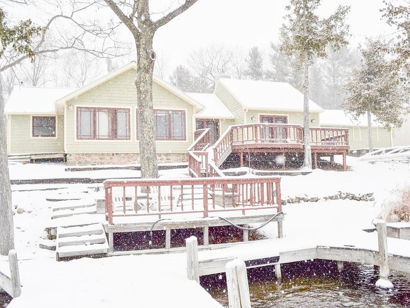 WAKE & LAKE Cottage - Beautiful winter getaway! Book 2021 now, alquiler de vacaciones en Bellaire
