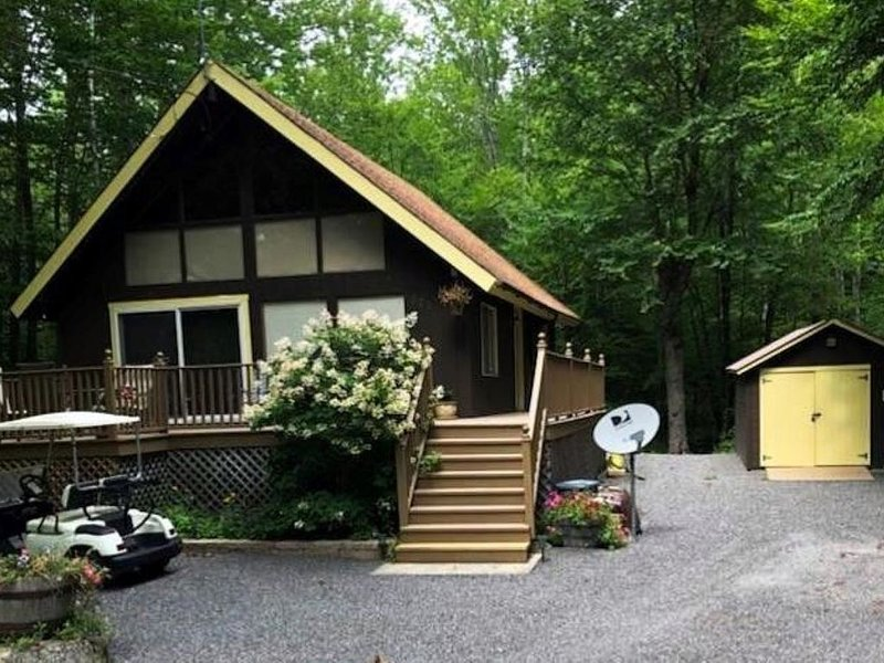 Frye Island , Maine: Cottage, 3 Bedroom, 1 Bath, Sleeps 6 . Air Conditioned, vacation rental in Raymond